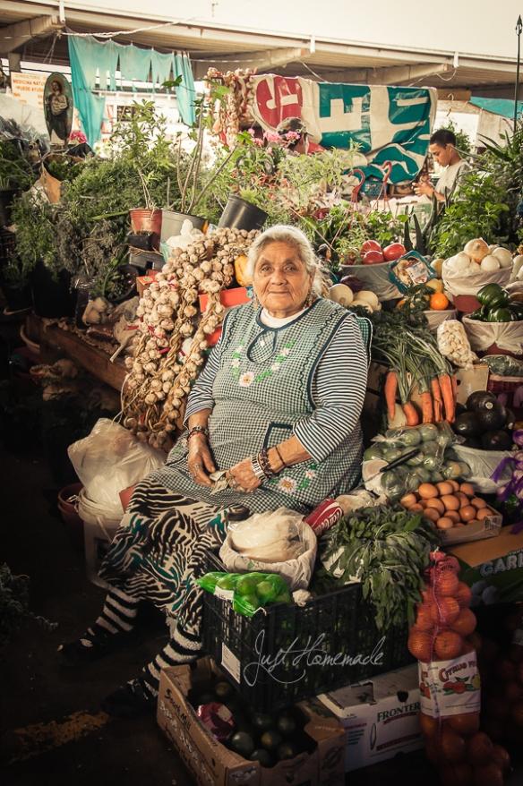 Caninos-grandma vendor
